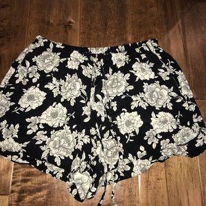 Floral brandy Melville shorts w/pockets
